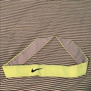 Accessories - NWOT Nike Tie Headband